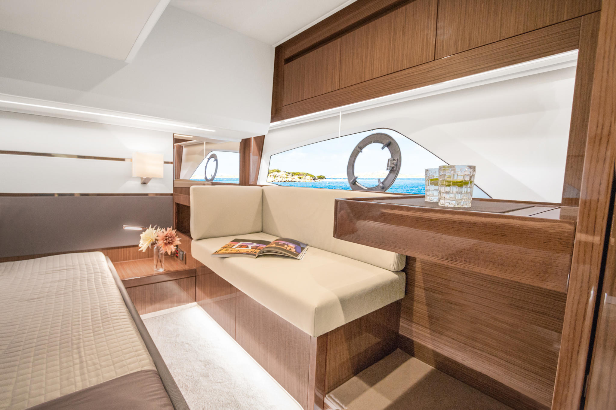 Sealine_C430_interior_webbild_171005_05