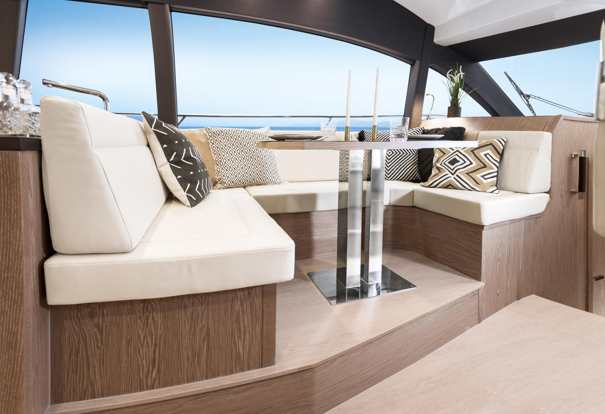 Sealine_F430_Interior_Furniture_Sherwood-Chestnut_002