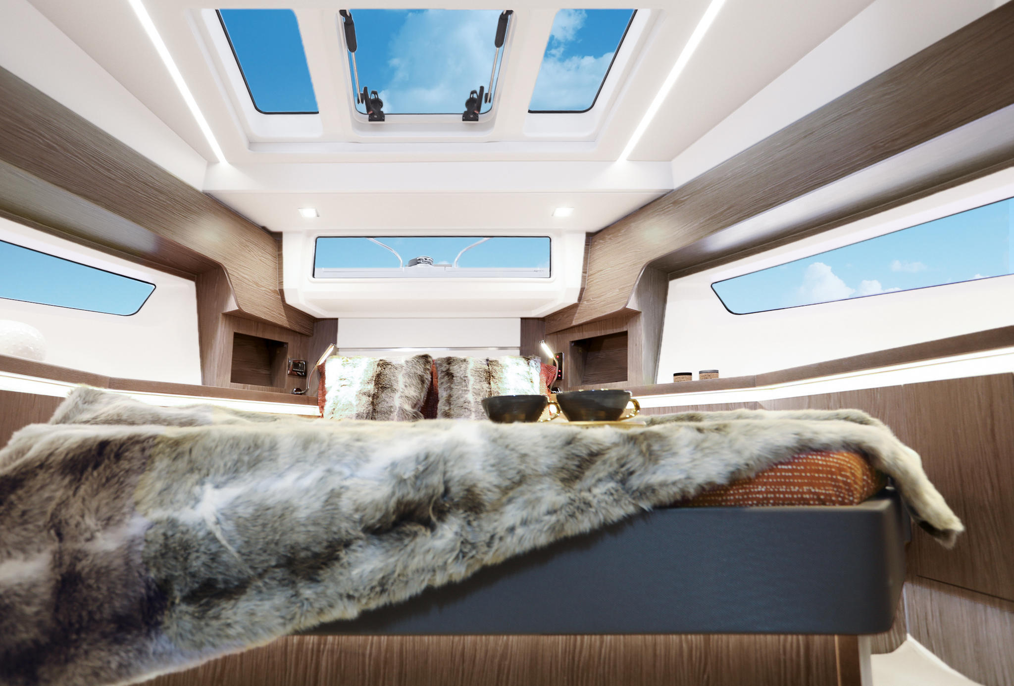 Sealine_F430_Interior_Furniture_Sherwood-Chestnut_007