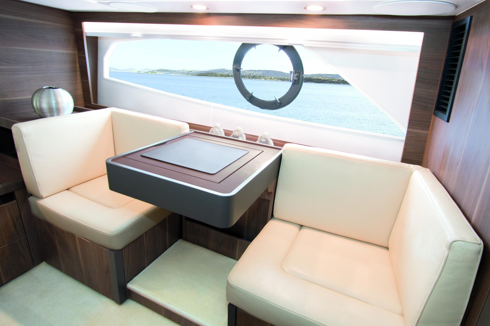 Sealine_F530_Interior_14_master_cabin_vanity_area_028