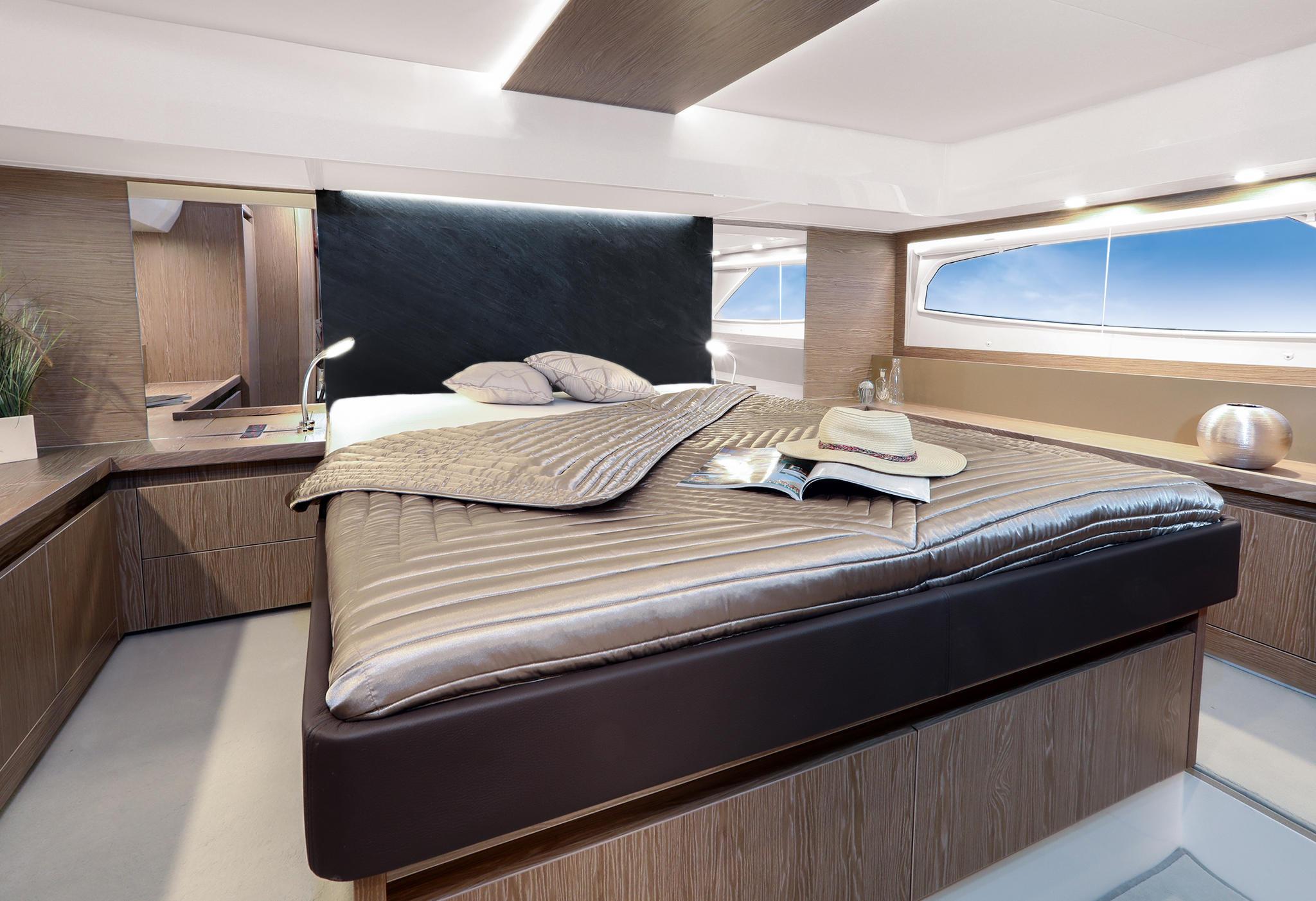Sealine_F530_Interior_master_cabin_396A8408