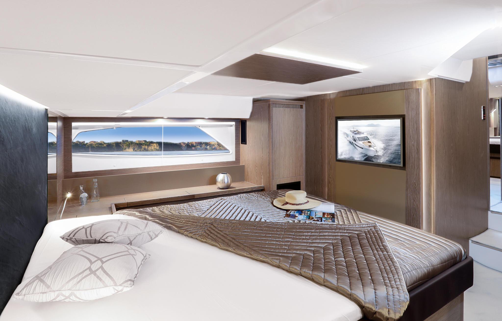 Sealine_F530_Interior_master_cabin_396A8413