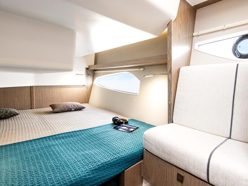 Sealine_C330V_Interieur_006_cabin_0012_web_4zu3